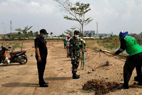 Koramil 06/Cakung Tanam 1000 Pohon Penghijauan di Danau JGC