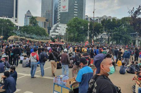 Ribuan Mahasiswa Tertahan di Patung Kuda, Polisi Lakukan Mediasi Dengan Pihak Istana