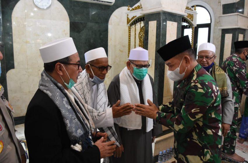 Pangdam Jaya LaksanakanManunggal Jum'at di Mesjid Jami' Al- Munawwar Pancoran Barat