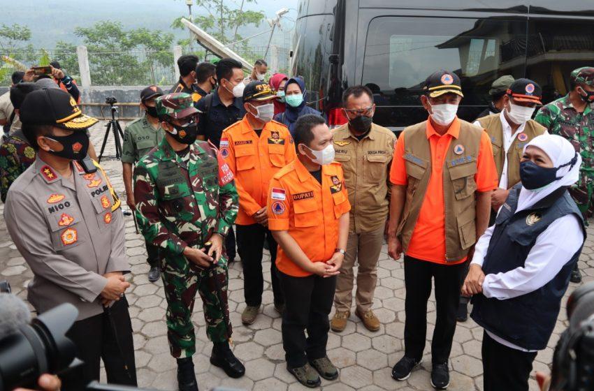 Antisipasi Erupsi Semeru, Kepala BNPB Bersama Kapolda dan Gubernur Jatim Berikan Bantuan