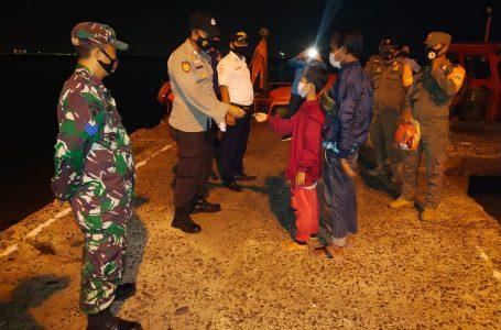 Saat Gelar Operasi Yustisi Malam Hari di Pulau Untung Jawa, Polsek Kep Seribu Selatan Tindak Enam Warga Langgar Prokes