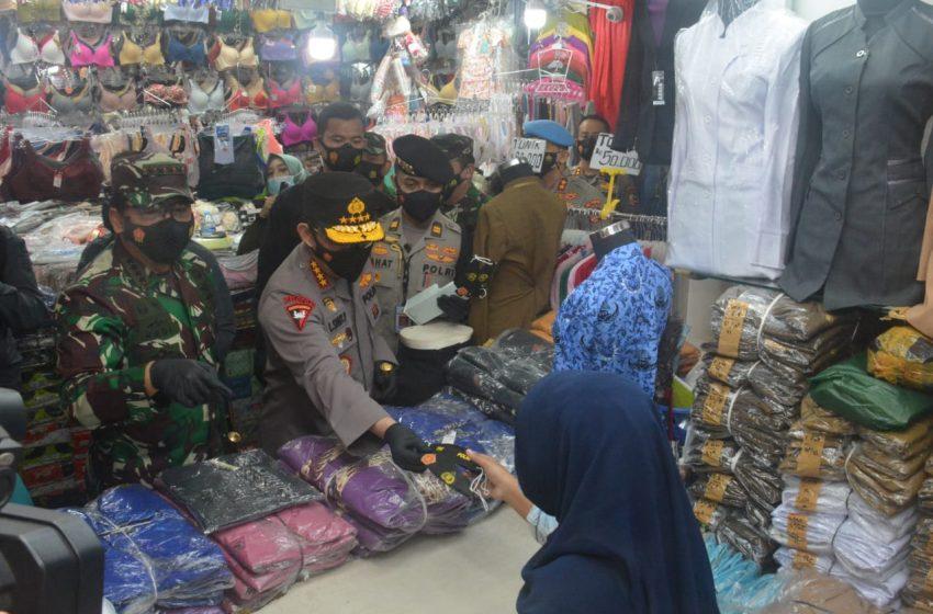 Kodam Jaya dan Polda Metro Tegakkan Disiplin Prokes di Pasar dan Tempat Keramaian