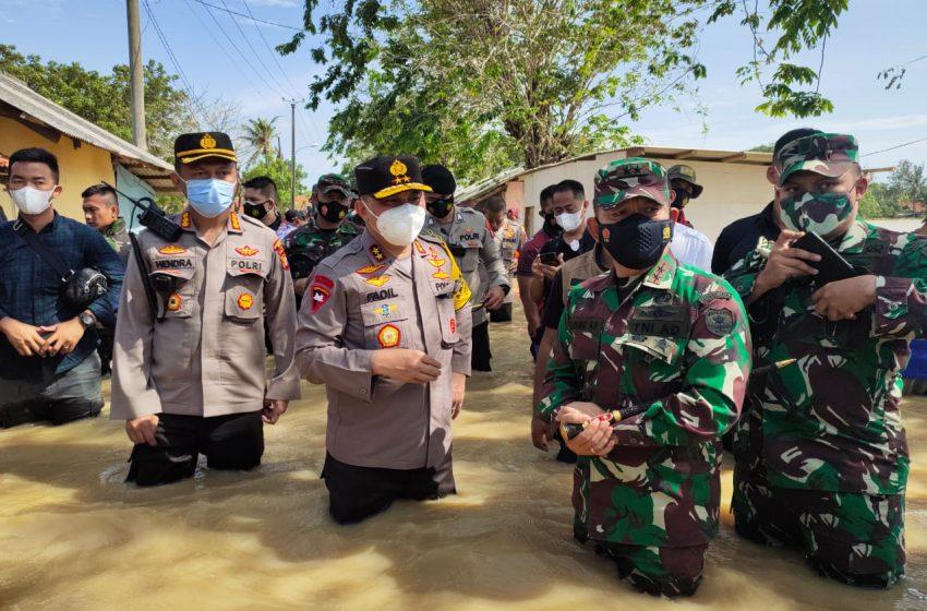 Pangdam Jaya dan Kapolda Metro Jaya Cek Titik Banjir Akibat Tanggul Sungai Citarum Bekasi Jebol