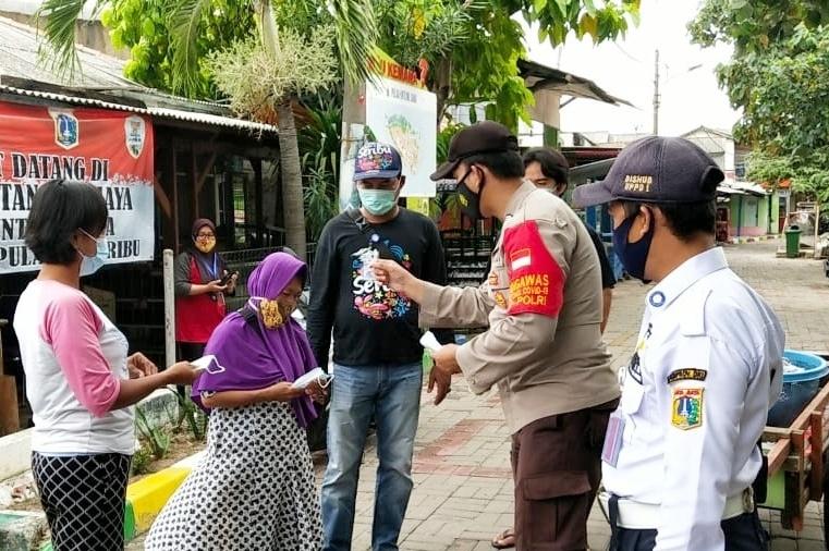 Ribuan Masker Gratis Dibagikan Tiga Pilar Kep Seribu Dalam Rangka Mendukung PPKM Mikro