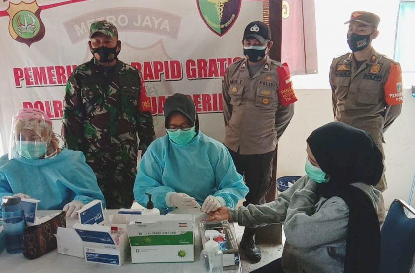 Polsek Kep Seribu Selatan Beri Layanan Rapid Tes Gratis 81 Wisatawan Di Posko KTJ Pulau Untung Jawa