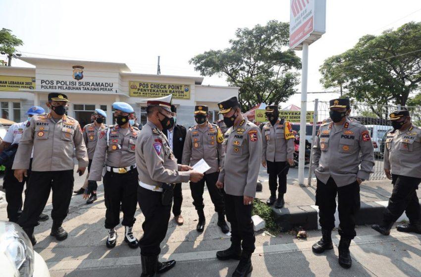 Irwasum Polri Bersama Kapolda Jatim Kunjungi Check Point di Suramadu