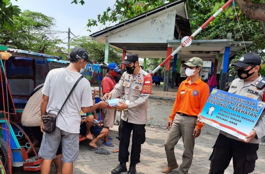 Bagikan 2.100 Masker Medis Gratis Door to Door, cara Polres Kep Seribu Cegah Covid-19