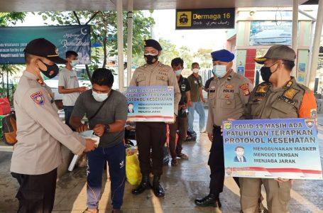 Delapan Warga Pulau Pemukiman Dapat 2.400 Masker Medis Gratis Dari Polres Kep Seribu