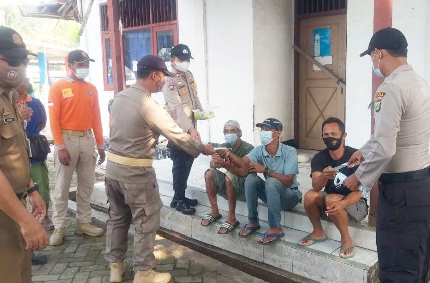 Polres Kep Seribu dan Jajaran Bagikan 2.000 Masker Medis Gratis ke Warga 8 Pulau