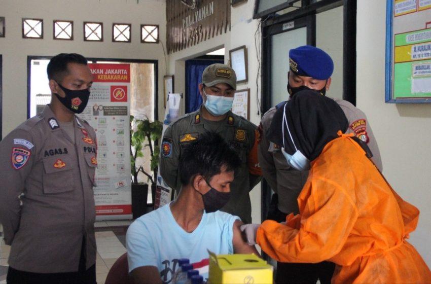 Ingin Sehat, 32 Warga Jalani Suntik Vaksin Massal Covid-19 di KTJ Pulau Harapan Kep Seribu Utara