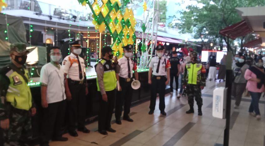 Babinsa Koramil 03/Teluk Pucung Ajak Warga Disiplin Prokes, Gencar Operasi Masker dan PPKM