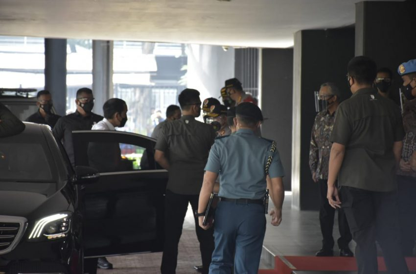 Pangdam Jaya Pamwaskita Presiden RI Tinjau Vaksinasi Massal di Tenis Indoor Stadium Senayan