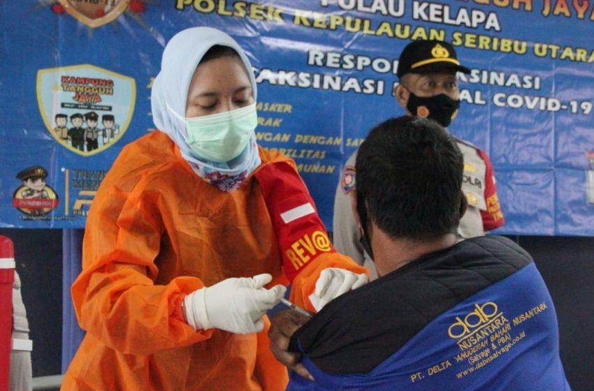 81 Warga Ikut Vaksin Massal Covid-19 Polres Kep Seribu di Pulau Kelapa