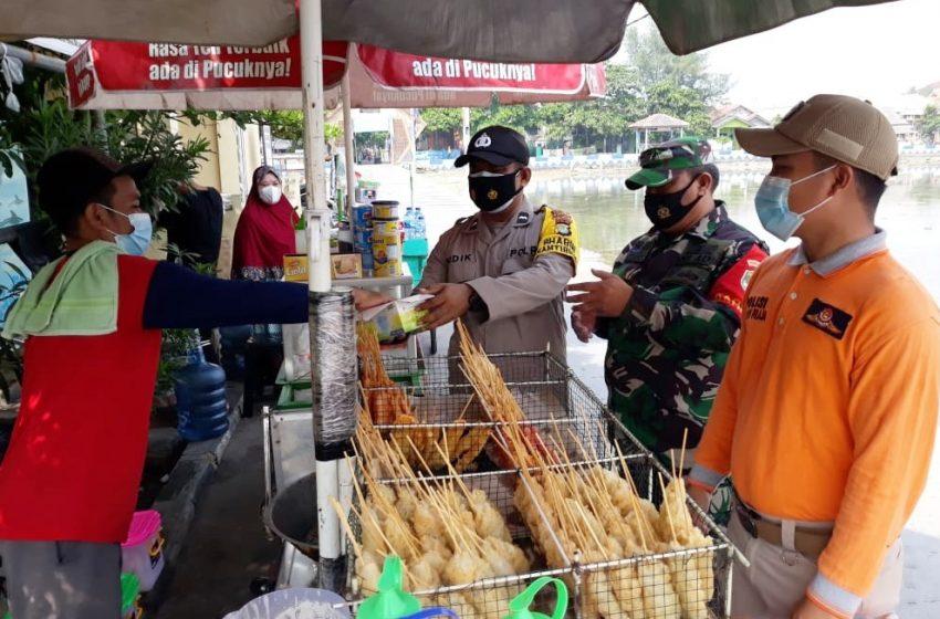 Door to Door Polres Kep Seribu Bagikan 1.600 Masker Medis