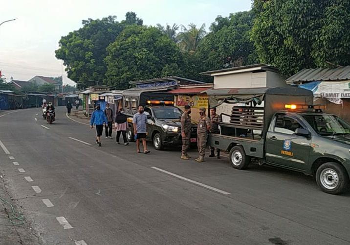 Penerapan PPKM Darurat, Petugas Antisipasi Pasar Tumpah JL. H. Dugul Kecamatan Limo
