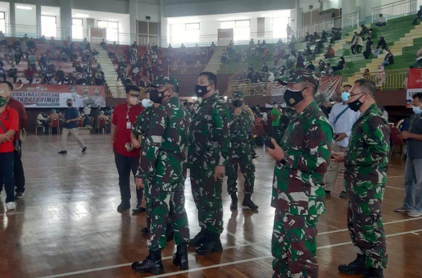 Pangdam Jaya Cek Pelaksanaan Vaksinasi di GOR Ciracas