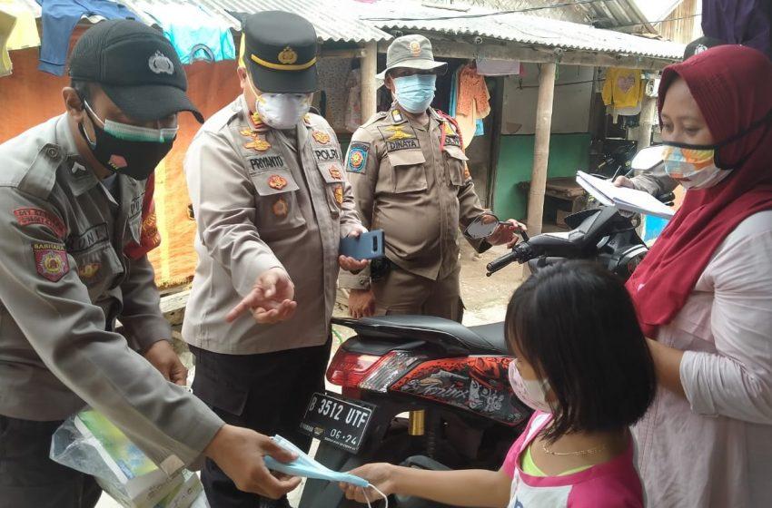 Perkuat PPKM Mikro, Polres Kep Seribu Bagikan 1.500 Masker Medis di 8 Pulau