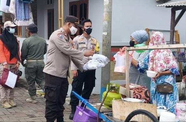 Perkuat PPKM Mikro, Polres Kep Seribu Bagikan 1.600 Masker Medis di 8 Pulau