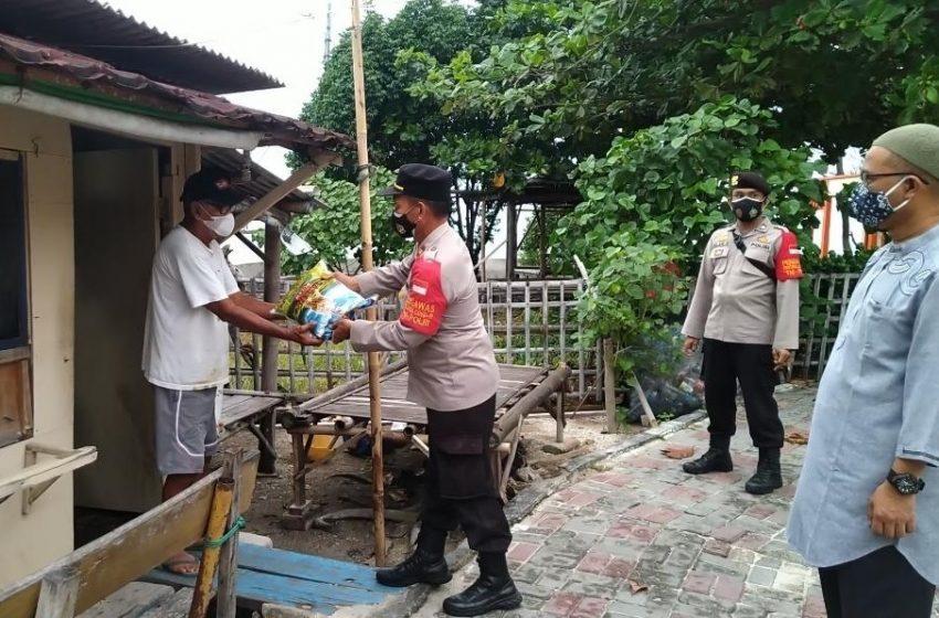 Salurkan Bansos, Polres Kep Seribu Bantu Warga dimasa PPKM Darurat