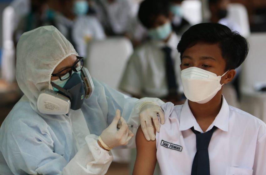 Vaksin Massal diikuti1.200 Pelajar Tangsel