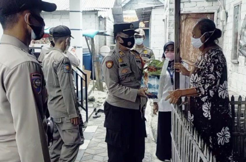 Kurangi Beban Warga dimasa PPKM Darurat, 33 KK di Slum Area dapat Bansos dari Polsek Kep Seribu Utara