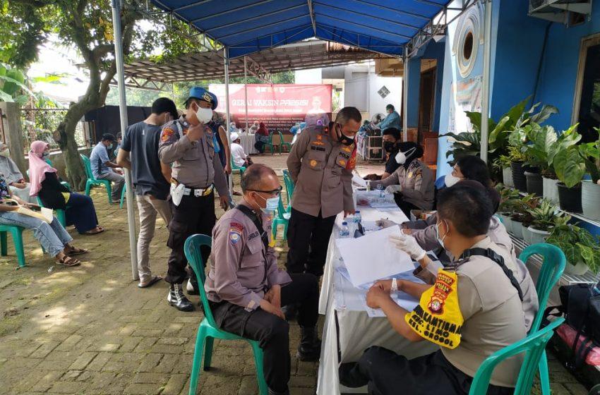 Program Vaksinasi Massal Polsek Cinere di Kelurahan Grogol
