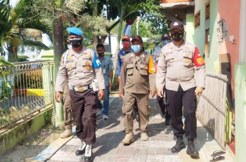 Disiplinkan Warga, Ops Yustisi Gabungan Polsek Kep Seribu Selatan di KTJ Pulau Untung Jawa beri Sanksi 7 Pelanggar