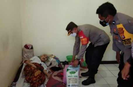 Dalam Rangka PPKM Darurat Warga Kelurahan Cinere Mendapat Bantuan Sembako