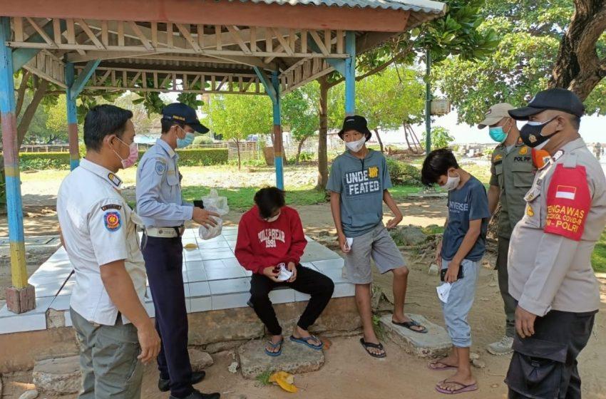 Disiplinkan Warga, Ops Yustsie Gabungan Polsek Kep Seribu Selatan Sanksi 5 Warga Pulau Untung Jawa