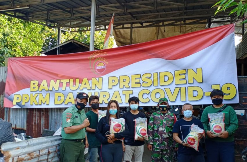 Koramil 07/Limo Distribusikan Beras Bantuan Presiden ke Warga Tiga Kelurahan