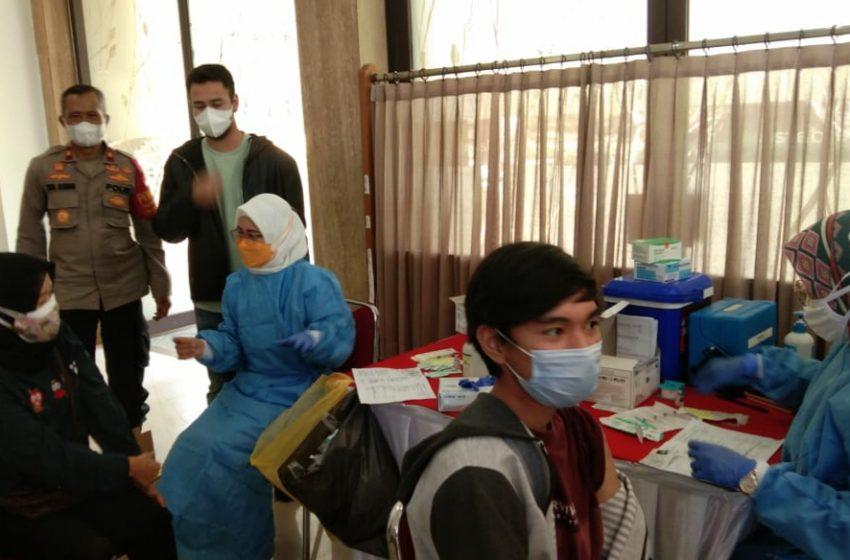 Vaksinasi Massal Dosis I di Green Andara Pangkalan Jati Baru Depok