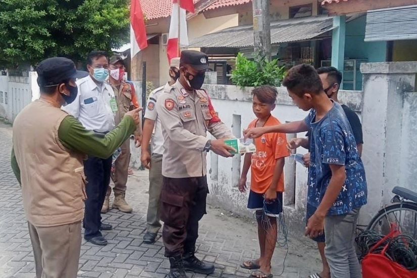 Himbau ProKes dan Bagikan 1.700 Masker, Polres Kep Seribu Terus Cegah Sebaran Covid-19
