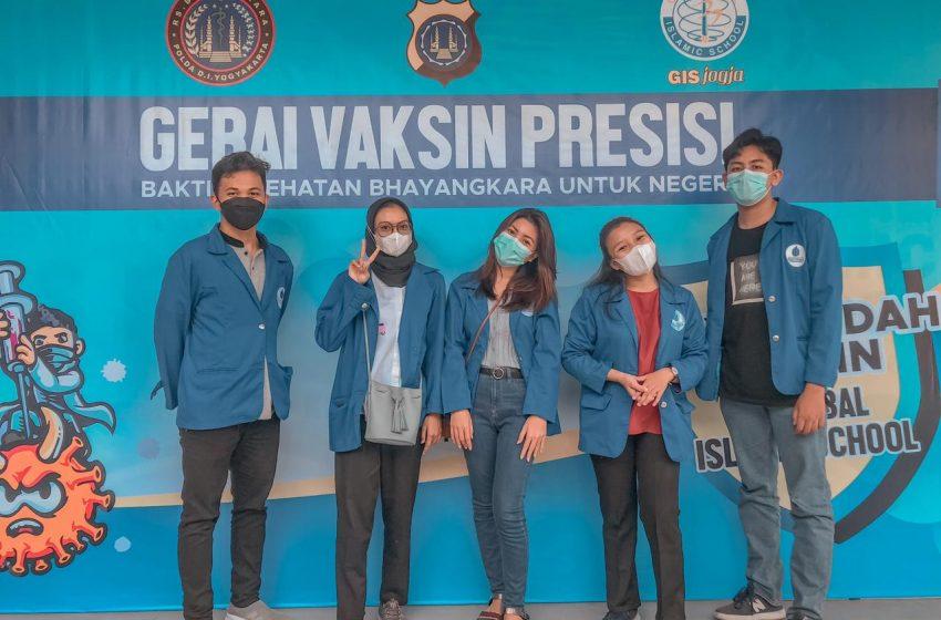 KKN Kelompok 45 UMBY Dampingi Warga Sranggahan Lakukan Vaksinasi