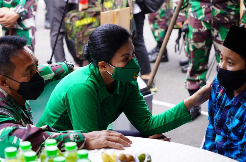 KSAD Bersama Ketua Umum Persit Kartika Chandra Kirana Gelar Baksos Korban Covid-19