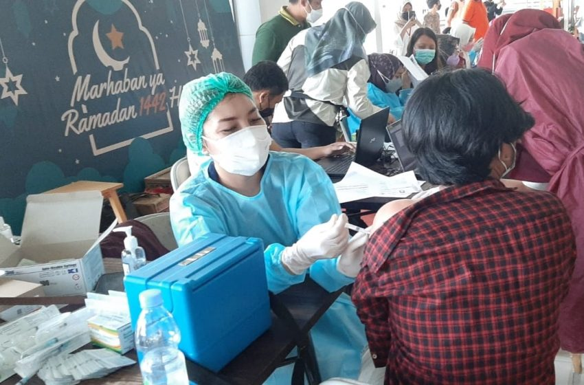 Pelaksanaan Vaksinasi Dosis Pertama Pfizer di Mall BTC