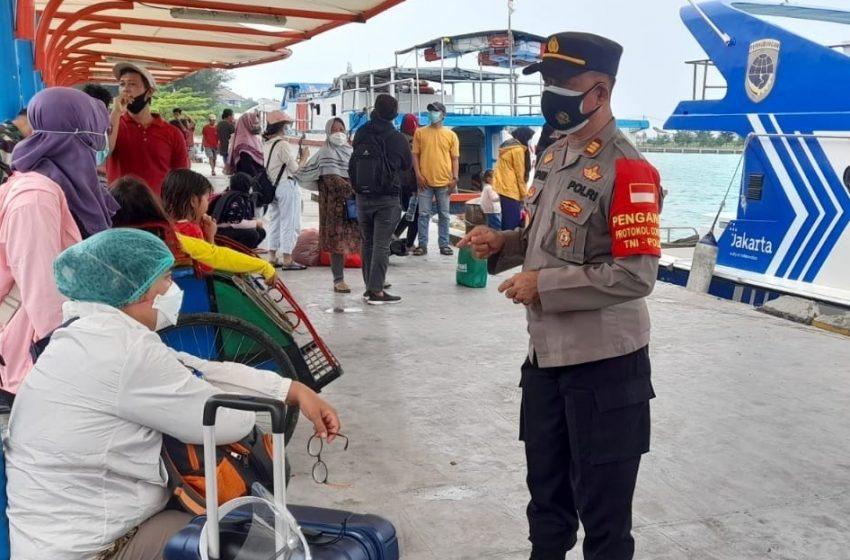 Kapolsek Kep Seribu Utara Pimpin Langsung Giat Pengawasan ProKes di Dermaga Kedatangan