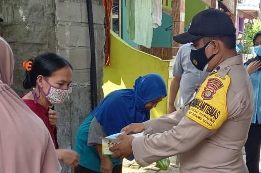 Polres Kep Seribu Himbau ProKes 5M dan Bagikan 1.600 Masker