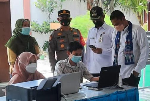 Bersama Camat, Kapolsek Kep Seribu Utara Tinjau Giat Vaksin dan Himbau ProKes
