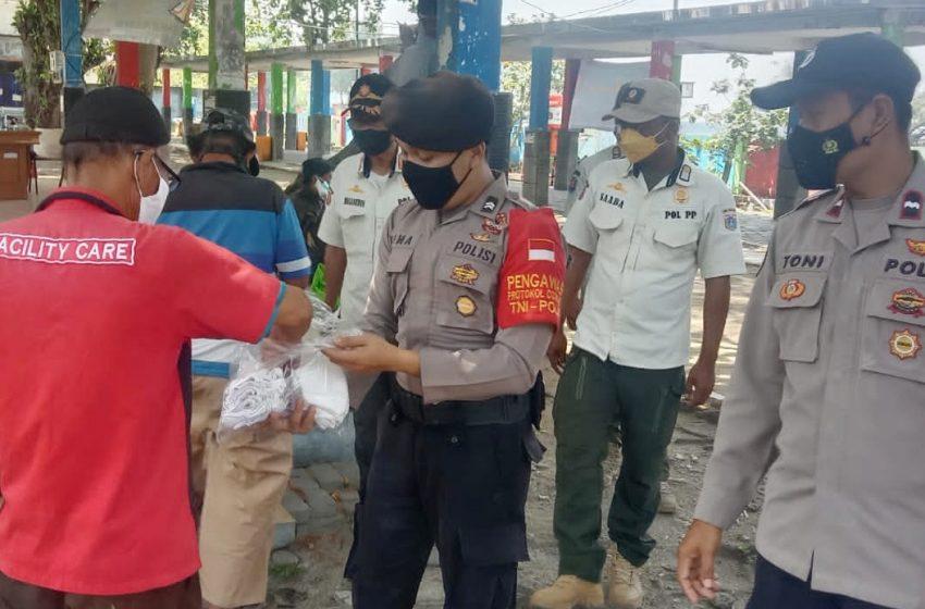Himbau PoKes dan Bagikan 1.600 Masker, Polres Kep Seribu Hampiri Warga di Ruang Publik