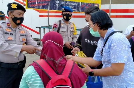Tunjukkan Sertifikat Vaksin, 95 Warga Berangkat ke Pulau Seribu