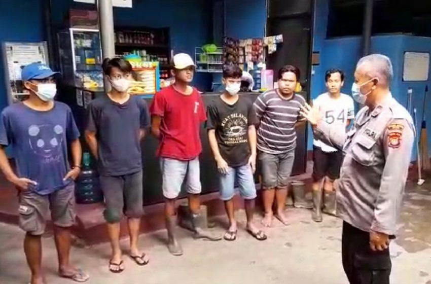 Jemput Bola, Kanit Binmas Polsek Cinere Ajak Karyawan Cucian Mobil di Vaksin