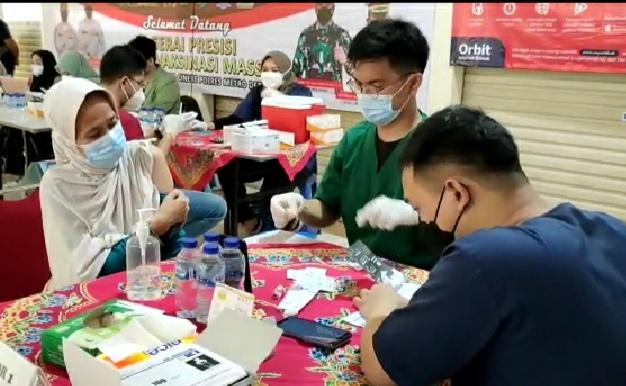 Tinggi Animo Warga Masyarakat di Gerai Vaksin Pasar Segar, Cinere