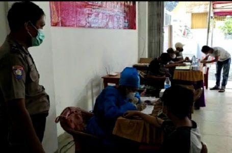 Gerai 410 Vaksinasi Merdeka di Kelurahan Grogol Depok Berlangsung di Pabrik Tahu AS