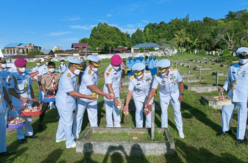 Jelang HUT Ke–76 TNI AL, Komandan Pasmar 3 Ziarah dan Tabur Bunga di TMP Tri Jaya Sakti Sorong
