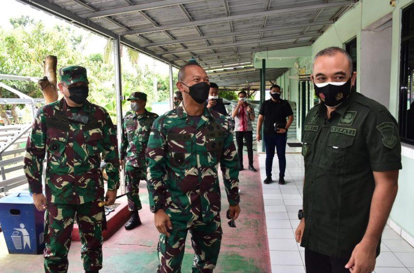 Serbuan Vaksinasi di Wilayah Tangerang di Tinjau Pangdam Jaya